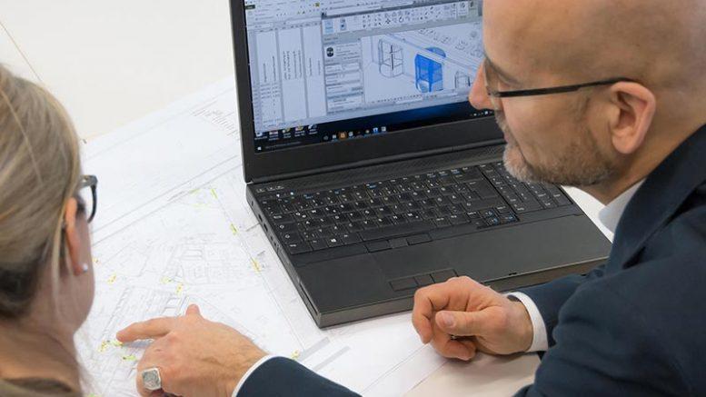 Dipl.-Ing. Arch. Günther Weizenhöfer, Teamleiter Architektenberatung bei GEZE beim Interview. Foto: GEZE GmbH
