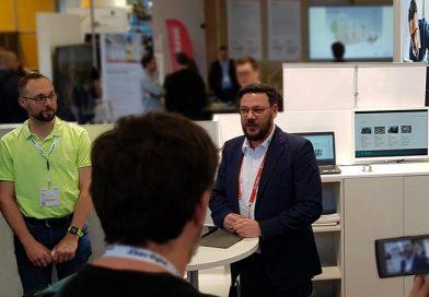 Oliver Troska (Leiter der Anwendungstechnik bei Hanno) stellt einem breiten Publikum die Vorteiler der neuen Service-Leistungen BIM, ift-Montagetool sowie Ausschreibungstexte vor. Bild:Hanno