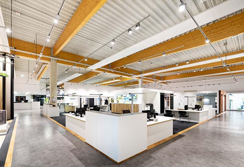 Im Baufachzentrum ist genügend Raum für die Präsentation von Baustoffen, Holz, Böden und Türen sowie den Kundenkontakt vorhanden. Foto: Brüninghoff