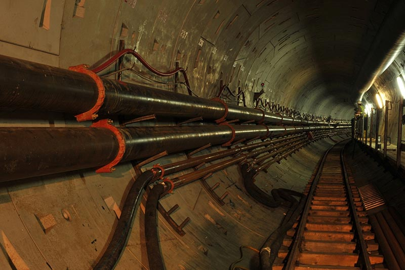Für den 1,3 Kilometer langen Tunnel unter der Weichsel in Polen lieferte Victaulic genutete Rohrleitungssysteme, bei deren Entwicklung die Projektleiter des Unternehmens mit BIM-Software arbeiteten. Quelle: Źródło PRG Metro